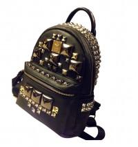 Кожаный рюкзак с шипами