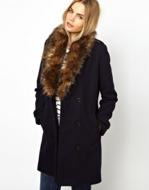 Пальто с воротником из меха
